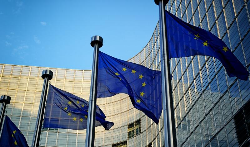 Comissão-Europeia-bandeiras-UE