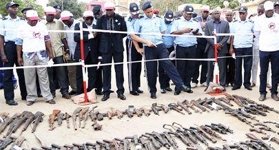 destruição de armas em angola