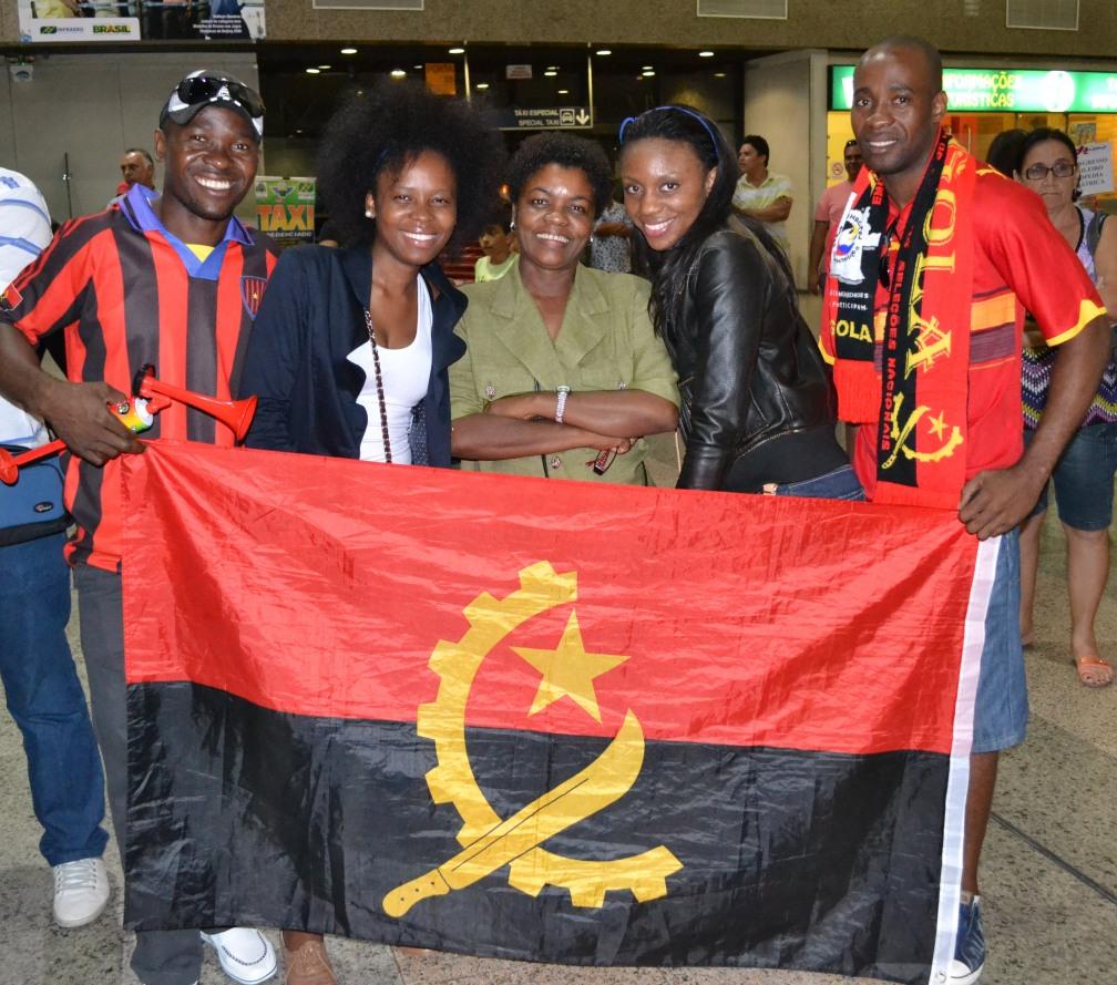 estudantes-angola.jpg