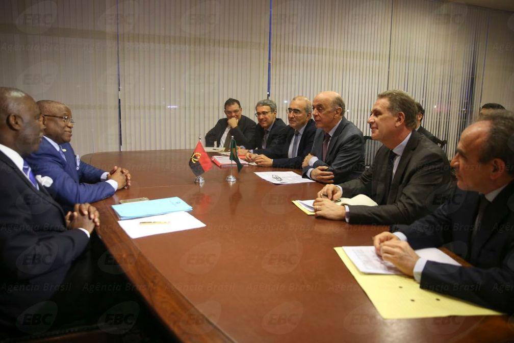 Brasília -  O ministro das Relações Exteriores, José Serra, recebe o ministro das Relações Exteriores de Angola, George Chikoty no Palácio do Itamaraty (Marcello Casal Jr/Agência Brasil)