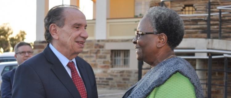 ministro das relações exteriores da namibia