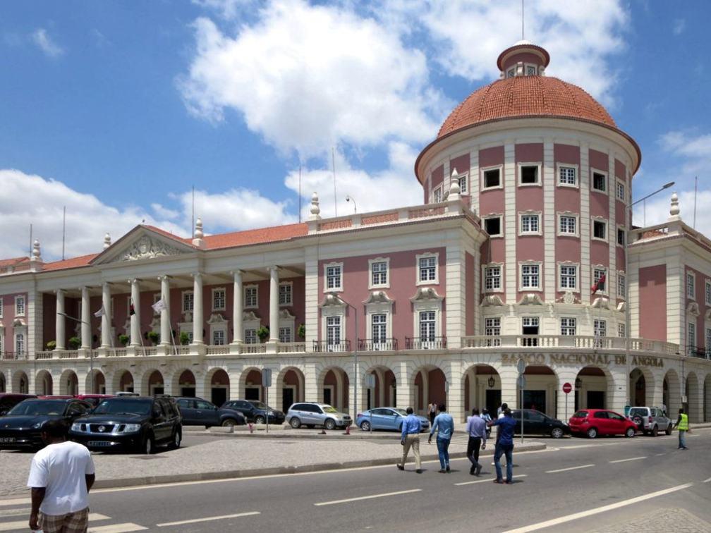 Banco_Nacional_de_Angola_in_Luanda_-_Angola_2015