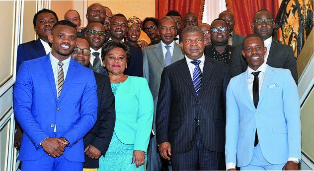 artistas em visita ao presidente da republica de Angola