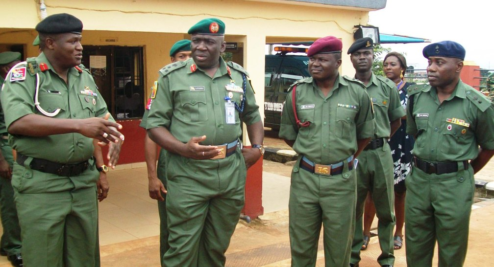 PIC.19.-FAMILIARIZATION-TOUR-OF-GOC-82-DIV.-TO-ONITSHA-MILITARY-CANTONMENT-IN-ONITSHA-ANAMBRA
