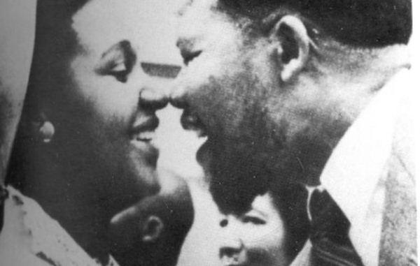 Nelson-Mandela-y-Winnie-por-Alf-Kumalo